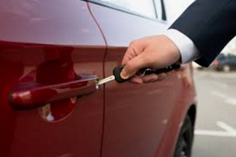 Why Are Car Key Specialists and Locksmiths Cheaper Than Dealerships?